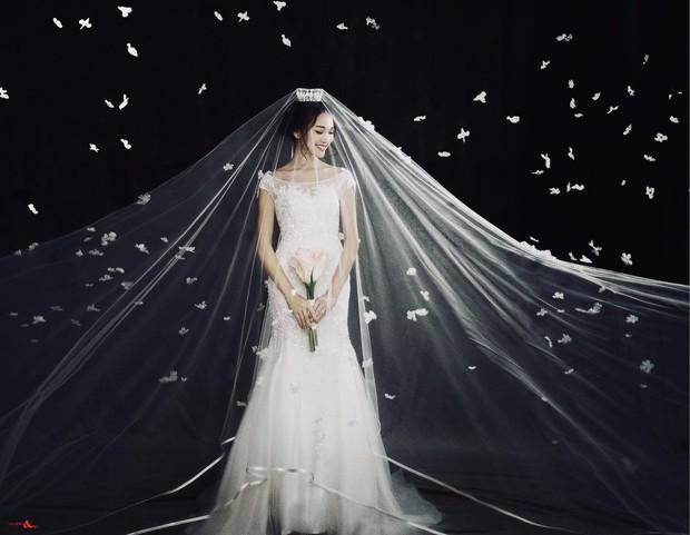 Bạn gái tin đồn của Phan Văn Đức diện váy cưới, thả thính siêu ngọt ngào: Anh muốn về nhà với em không? - Ảnh 4.