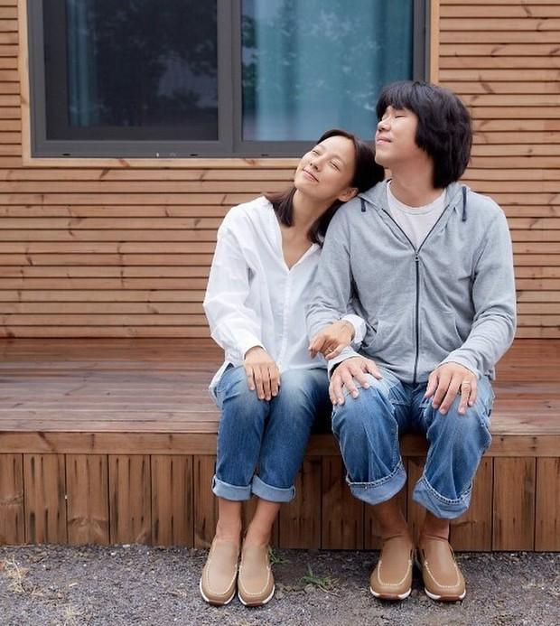 Giữa Kbiz, một cặp đôi đâu cần ngôn tình vẫn bền 6 năm: Nữ hoàng Lee Hyori bỏ ngai vàng ở bên anh nhạc sĩ nghèo xấu xí - Ảnh 12.