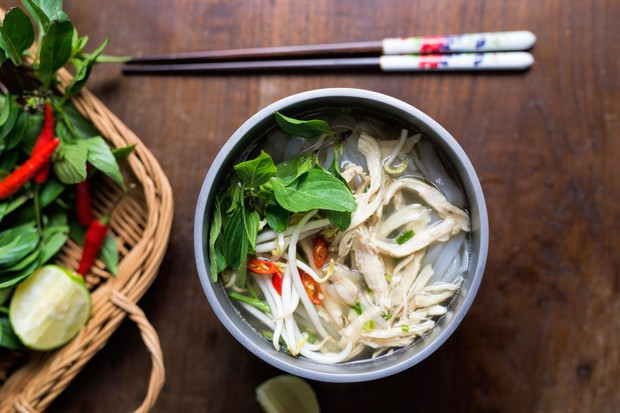 Khi mẹ bạn nấu có một món nhưng phải rửa cả bồn: đừng phàn nàn vì đó là một điều kì diệu của ẩm thực Việt Nam - Ảnh 4.