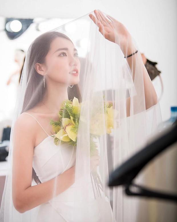 Bạn gái tin đồn của Phan Văn Đức diện váy cưới, thả thính siêu ngọt ngào: Anh muốn về nhà với em không? - Ảnh 5.