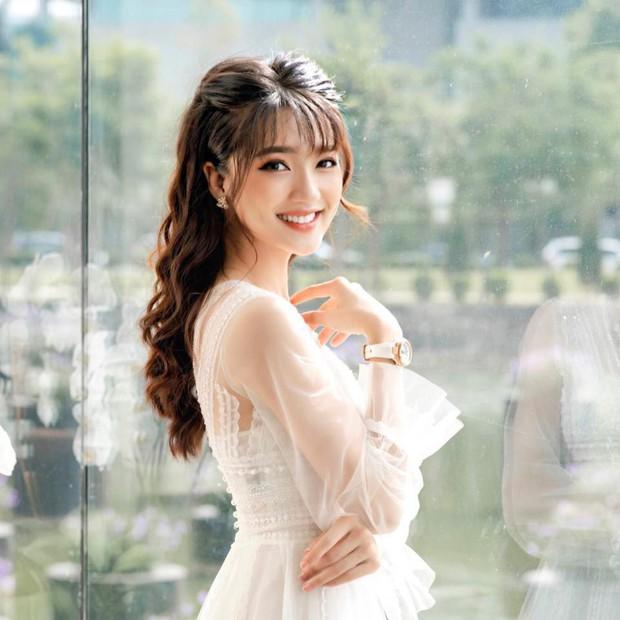 Bạn gái tin đồn của Phan Văn Đức diện váy cưới, thả thính siêu ngọt ngào: Anh muốn về nhà với em không? - Ảnh 7.