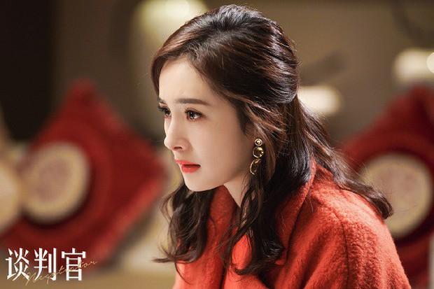 """Dương Mịch: """"Nữ hoàng rating"""" đang thất thế kiêm cô gái vàng trong làng nhận """"chổi""""? - Ảnh 18."""