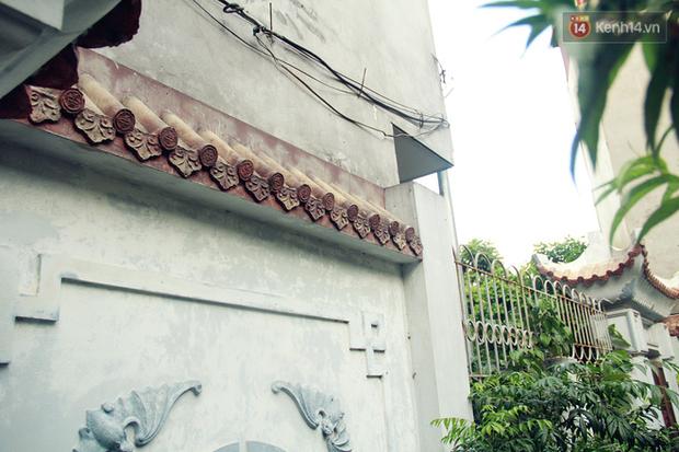 Người đàn ông 14 năm thắp hương trong khu nhà đói giữa Hà Nội: Tôi trông coi đồng bào, không ai cấm được - Ảnh 8.