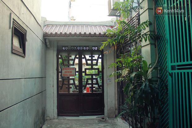 Người đàn ông 14 năm thắp hương trong khu nhà đói giữa Hà Nội: Tôi trông coi đồng bào, không ai cấm được - Ảnh 2.