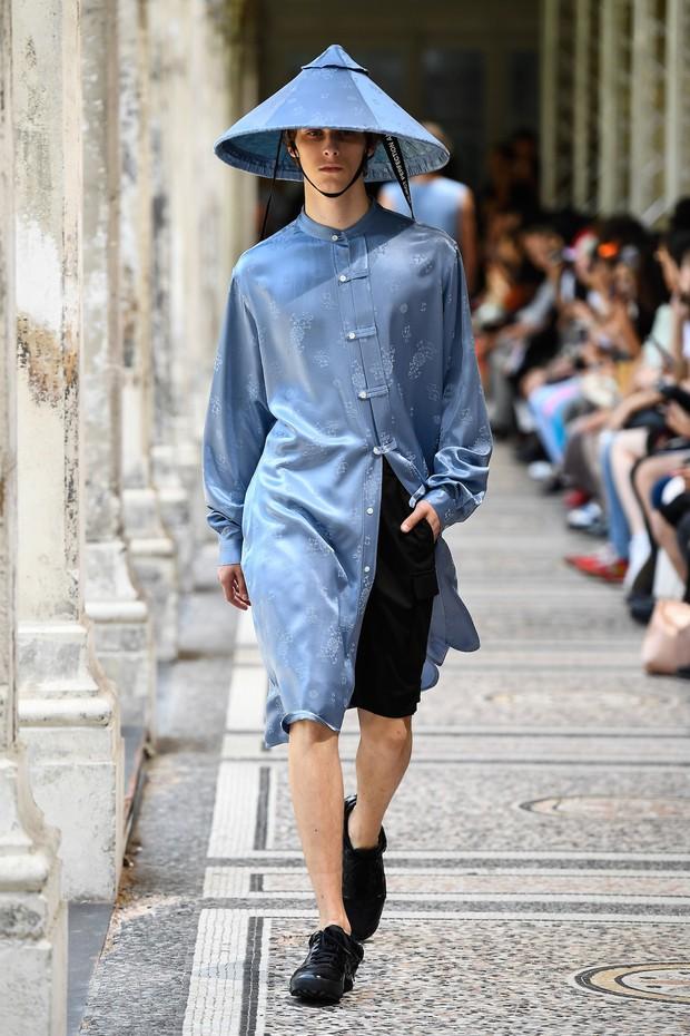 Tưởng chừng như Các vị La Hán chùa Tây Phương đã hạ phàm tại Paris Fashion Week - Ảnh 5.