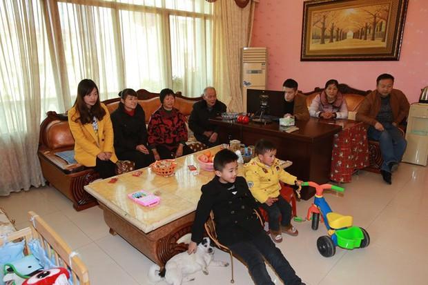 Gia đình đẹp nhất Trung Quốc: Tứ đại đồng đường sống cùng mái nhà và quan niệm chỉ cần cho đi không cần báo đáp thì sẽ hạnh phúc - Ảnh 1.