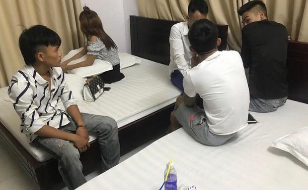 Một cô gái cùng 4 thanh niên thuê khách sạn rồi thác loạn ma túy - Ảnh 1.