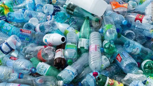 Hà Nội thải ra môi trường gần 60 tấn rác thải nhựa mỗi ngày - Ảnh 1.