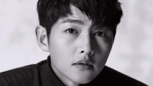 Song Joong Ki: Kẻ si theo đuổi nàng thơ, bao nỗ lực níu kéo kết lại bằng lá đơn ly dị bị cả thế giới chê trách - Ảnh 2.
