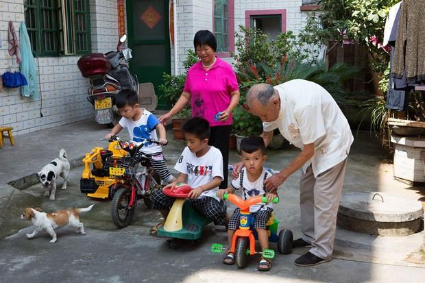 Gia đình đẹp nhất Trung Quốc: Tứ đại đồng đường sống cùng mái nhà và quan niệm chỉ cần cho đi không cần báo đáp thì sẽ hạnh phúc - Ảnh 3.