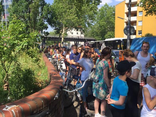 Châu Âu đang nóng đến vẹo cả xe đạp, dân tình nháo nhào tìm cách giải nhiệt - Ảnh 5.