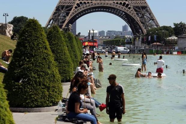 Châu Âu đang nóng đến vẹo cả xe đạp, dân tình nháo nhào tìm cách giải nhiệt - Ảnh 8.