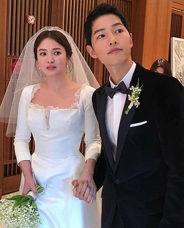 """Rộ tin đồn gây sốc: Song Joong Ki bị bắt gặp hẹn hò """"tiểu tam"""" Kim Ok Bin đúng dịp Valentine, ở chung phòng khi quay phim - Ảnh 1."""