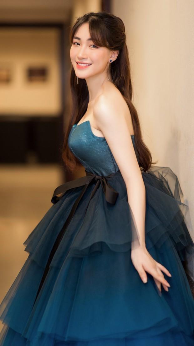 Diện váy công chúa nhưng không may bị đứt khóa, Hòa Minzy đã có cách ứng biến tinh tế khiến ít ai nhận ra - Ảnh 4.