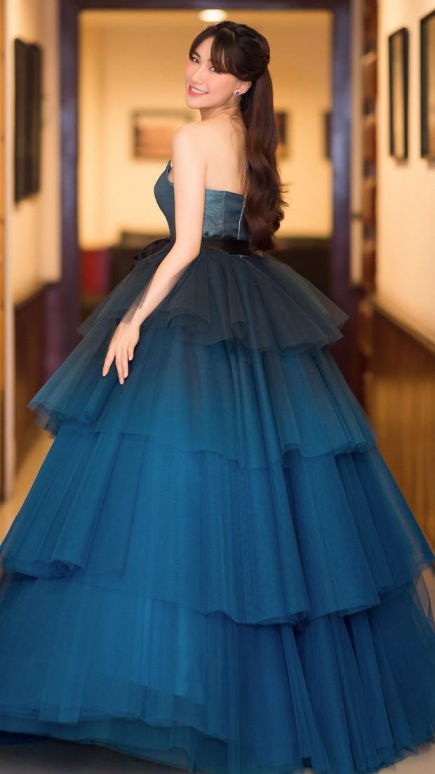 Diện váy công chúa nhưng không may bị đứt khóa, Hòa Minzy đã có cách ứng biến tinh tế khiến ít ai nhận ra - Ảnh 6.