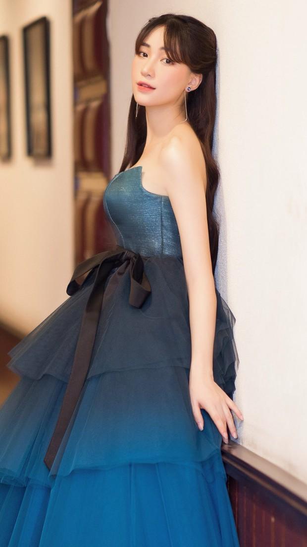 Diện váy công chúa nhưng không may bị đứt khóa, Hòa Minzy đã có cách ứng biến tinh tế khiến ít ai nhận ra - Ảnh 2.