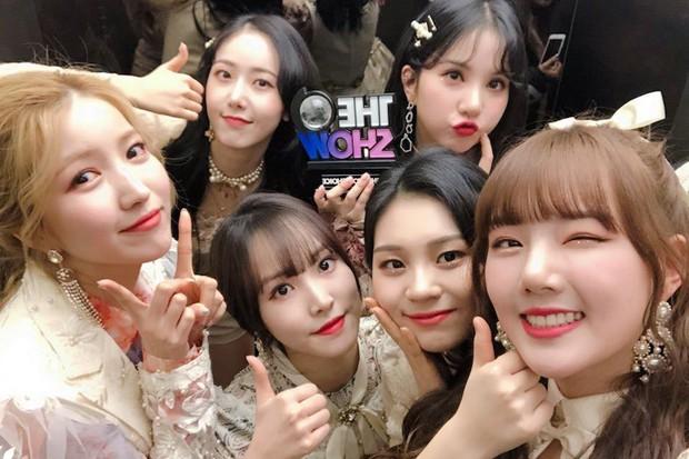 16 nghệ sĩ Kpop ẵm nhiều cúp trên show âm nhạc nhất: BTS thua cả TWICE, BLACKPINK lập kỷ lục nhóm nữ năm 2020 nhưng vắng mặt - Ảnh 17.