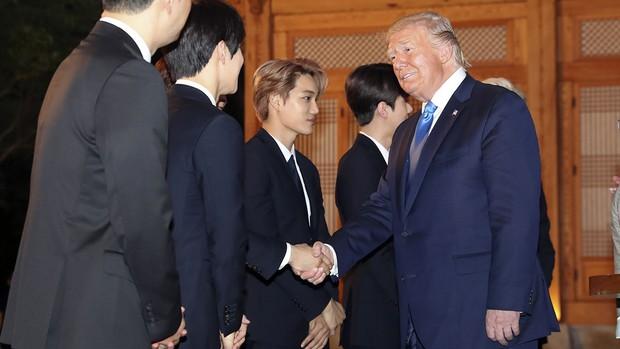 EXO gây náo loạn khi đến dự tiệc cùng Tổng thống Mỹ và Tổng thống Hàn tại Nhà Xanh: Visual quá đỉnh! - Ảnh 2.