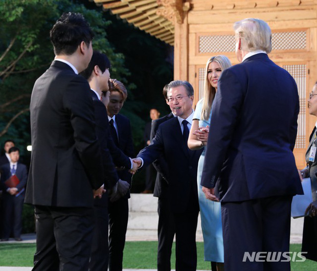 EXO gây náo loạn khi đến dự tiệc cùng Tổng thống Mỹ và Tổng thống Hàn tại Nhà Xanh: Visual quá đỉnh! - Ảnh 4.