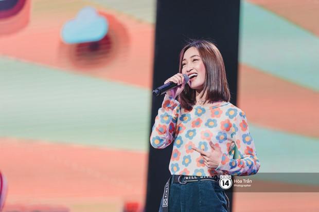 Thủy Tiên khoe chân dài mướt mắt bên dàn nam thần NU'EST, Đào Bá Lộc mang cả thanh xuân lên sân khấu show Hàn - Việt - Ảnh 13.