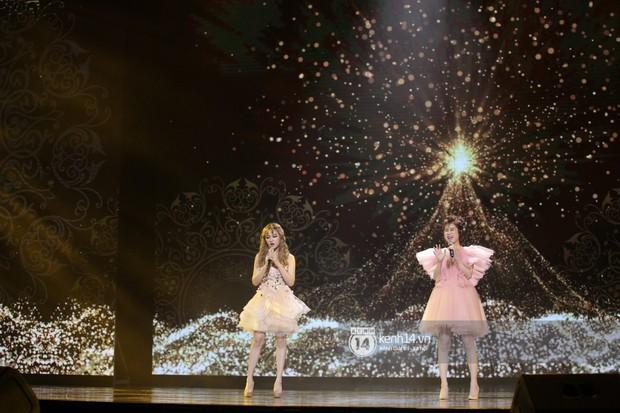Thủy Tiên khoe chân dài mướt mắt bên dàn nam thần NU'EST, Đào Bá Lộc mang cả thanh xuân lên sân khấu show Hàn - Việt - Ảnh 16.