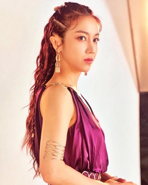 Bị đồn là tiểu tam xen giữa Song Song, mỹ nhân Kim Ok Bin có động thái suốt 2 ngày qua và bị fan Việt khủng bố - Ảnh 2.