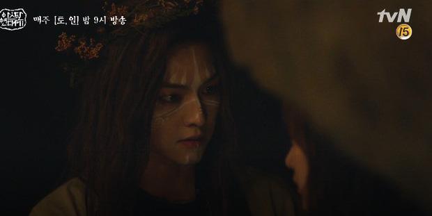 Mặc kệ biến động hôn nhân cùng sự xuất hiện của cameo Nichkhun, Song Joong Ki vẫn một mình cân hai vai cực xịn trong tập 9 Arthdal Niên Sử Kí! - Ảnh 18.
