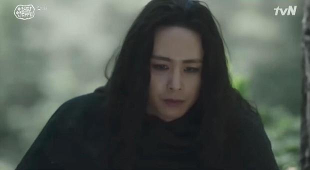 Mặc kệ biến động hôn nhân cùng sự xuất hiện của cameo Nichkhun, Song Joong Ki vẫn một mình cân hai vai cực xịn trong tập 9 Arthdal Niên Sử Kí! - Ảnh 2.