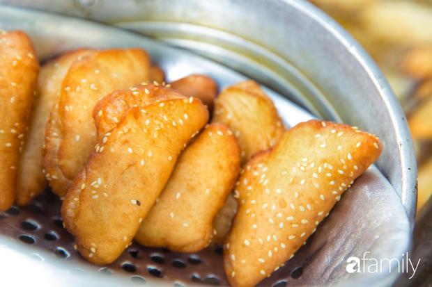 Bánh tiêu cắn ngập răng... sầu riêng - món ăn vặt nóng xốp, khó cưỡng nhất vào mùa mưa của Sài Gòn  - Ảnh 11.