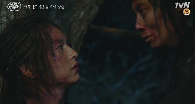 10 khoảnh khắc ấn tượng Arthdal Niên Sử Kí: Kim Ji Won dùng máu nguyền rủa, Song Joong Ki tung twist thay đổi cục diện! - Ảnh 12.