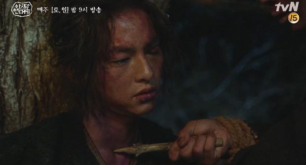Mặc kệ biến động hôn nhân cùng sự xuất hiện của cameo Nichkhun, Song Joong Ki vẫn một mình cân hai vai cực xịn trong tập 9 Arthdal Niên Sử Kí! - Ảnh 6.
