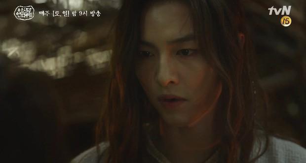 Mặc kệ biến động hôn nhân cùng sự xuất hiện của cameo Nichkhun, Song Joong Ki vẫn một mình cân hai vai cực xịn trong tập 9 Arthdal Niên Sử Kí! - Ảnh 12.