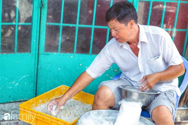 Bánh tiêu cắn ngập răng... sầu riêng - món ăn vặt nóng xốp, khó cưỡng nhất vào mùa mưa của Sài Gòn  - Ảnh 9.
