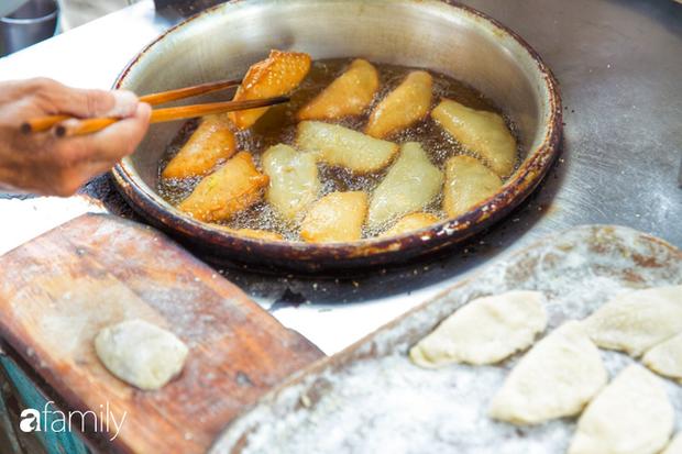 Bánh tiêu cắn ngập răng... sầu riêng - món ăn vặt nóng xốp, khó cưỡng nhất vào mùa mưa của Sài Gòn  - Ảnh 10.