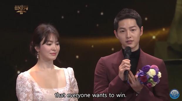 Song Joong Khi từng bật khóc khi Park Bo Gum nhận giải, tình anh em thắm thiết mặn nồng nay còn đâu? - Ảnh 7.