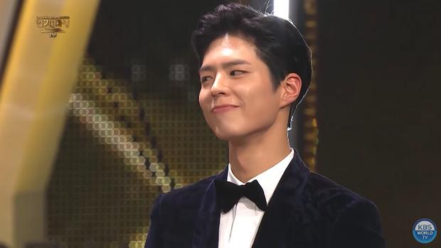 Song Joong Khi từng bật khóc khi Park Bo Gum nhận giải, tình anh em thắm thiết mặn nồng nay còn đâu? - Ảnh 9.