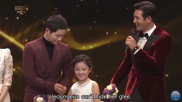 Song Joong Khi từng bật khóc khi Park Bo Gum nhận giải, tình anh em thắm thiết mặn nồng nay còn đâu? - Ảnh 8.
