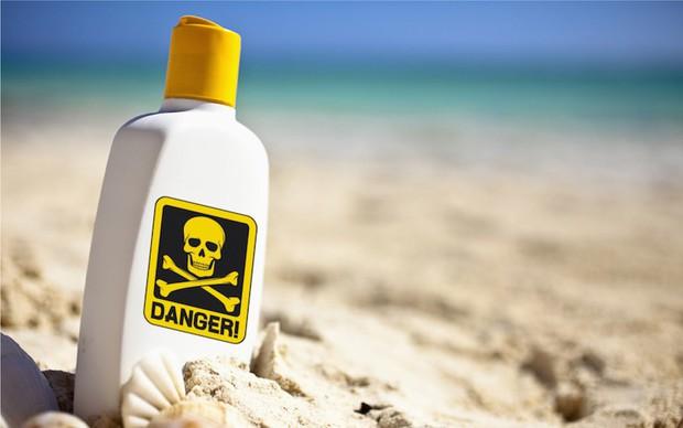 Oxybenzone trong kem chống nắng có độc hại và chúng ta có nên ngưng sử dụng kem chống nắng vì nó? - Ảnh 2.