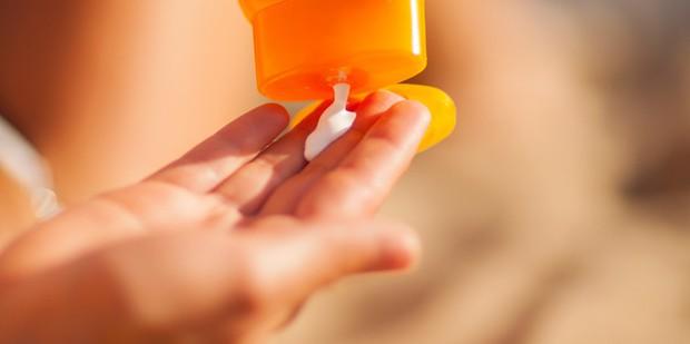 Oxybenzone trong kem chống nắng có độc hại và chúng ta có nên ngưng sử dụng kem chống nắng vì nó? - Ảnh 3.