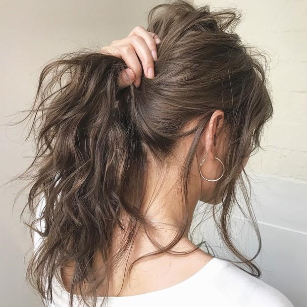 Con gái nên sửa ngay những thói quen buộc tóc kiểu này để ngăn ngừa nguy cơ bị hói như bà già - Ảnh 3.