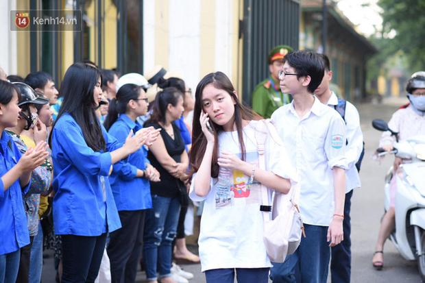 Đề thi chuyên Toán lớp 10 tại Hà Nội năm 2019: Đề khó, xuất hiện 2 câu hỏi thách thức học sinh - Ảnh 5.
