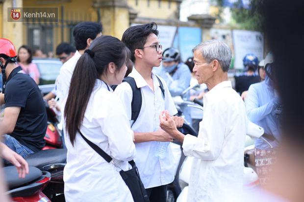 Đề thi chuyên Toán lớp 10 tại Hà Nội năm 2019: Đề khó, xuất hiện 2 câu hỏi thách thức học sinh - Ảnh 8.