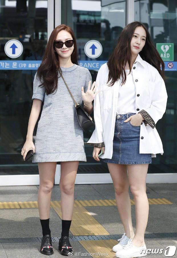 Qua thời đỉnh cao, cặp chị em Jessica – Krystal diện đồ hiệu nhưng có còn sang chảnh như xưa? - Ảnh 1.