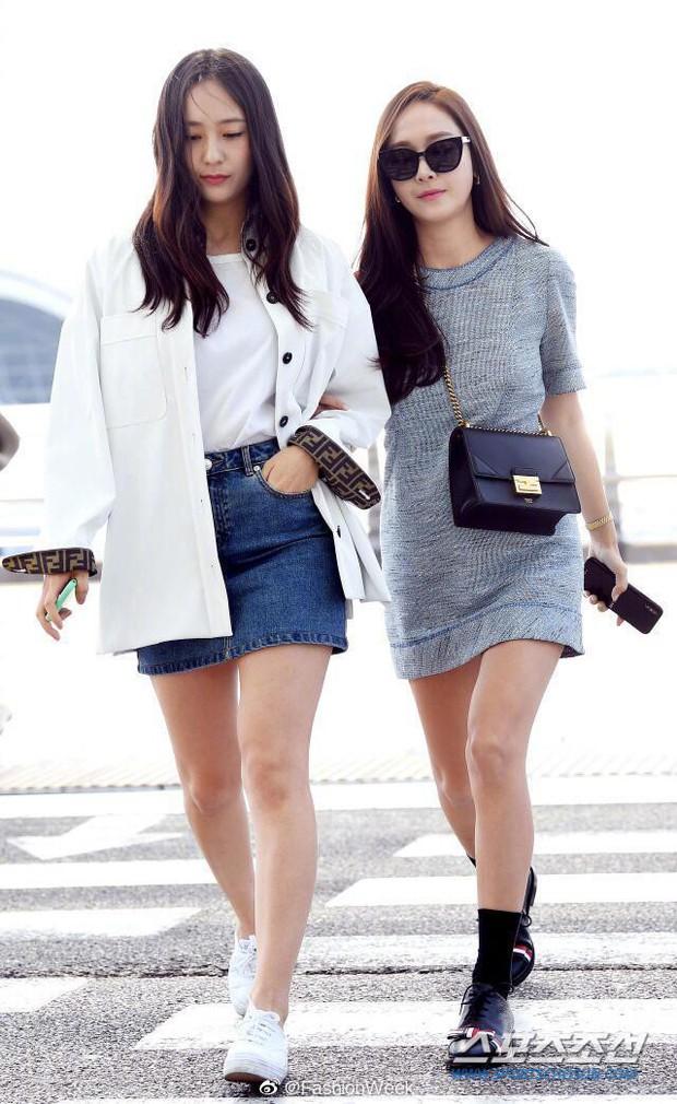 Qua thời đỉnh cao, cặp chị em Jessica – Krystal diện đồ hiệu nhưng có còn sang chảnh như xưa? - Ảnh 2.