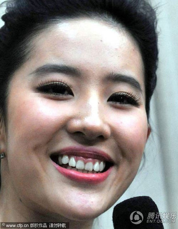 Vẫn biết Lưu Diệc Phi tuyệt sắc giai nhân nhưng hàm răng kém duyên của cô nàng lại là điểm trừ cực lớn - Ảnh 4.