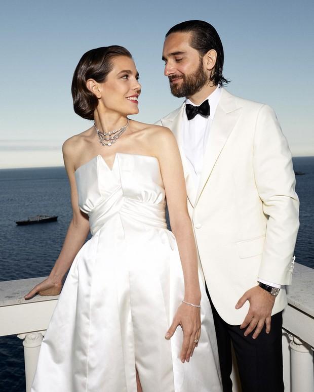 Đám cưới cháu gái Công nương Grace Kelly: váy cưới đơn giản hết cỡ vẫn chiếm sóng MXH với nhiều chi tiết vô cùng cảm động - Ảnh 2.