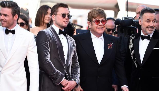 Nga cắt sạch các phân cảnh đồng tính trong Rocketman, mẹ đẻ Elton John liền lên mạng thả phẫn nộ - Ảnh 1.