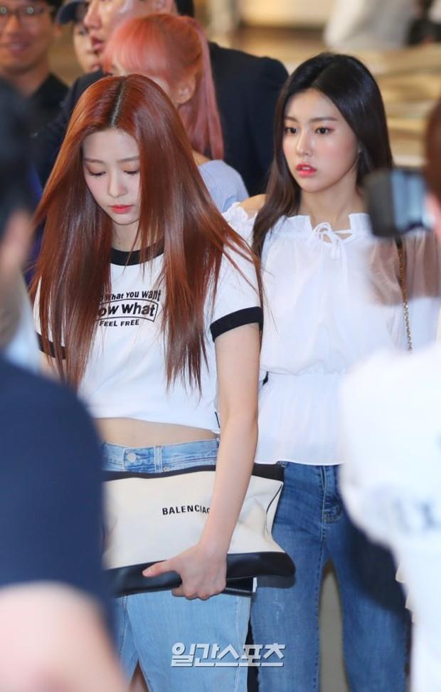 Chị em Jessica và Krystal diện cả cây đồ hiệu sang chảnh, thần thánh ngút ngàn đánh bật cả dàn mỹ nhân IZ*ONE - Ảnh 14.