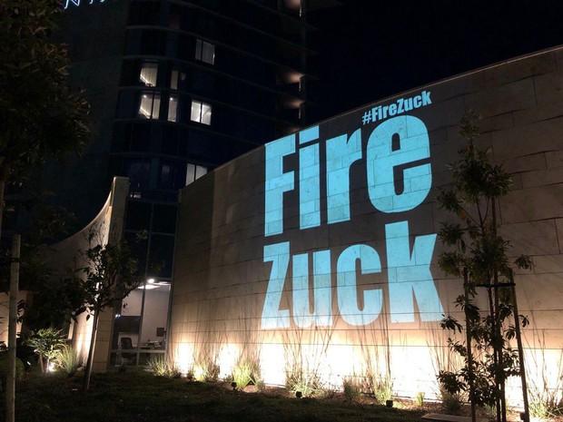Xem antifan ném đá Mark Zuckerberg theo cách siêu to khổng lồ, chạy lên trời cũng không thoát nổi - Ảnh 1.