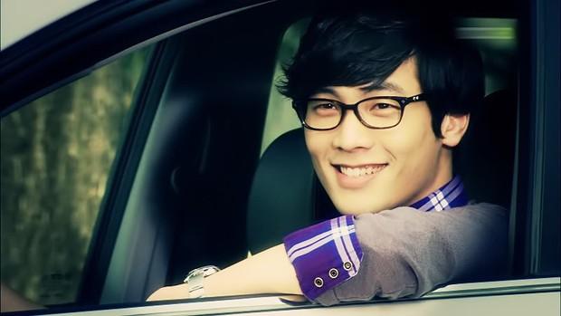 Tuyệt chiêu nâng tầm nhan sắc của mỹ nam Choi Daniel Gia Đình Là Số 1: Chỉ cần chiếc gọng kính và thế là bùm! - Ảnh 2.